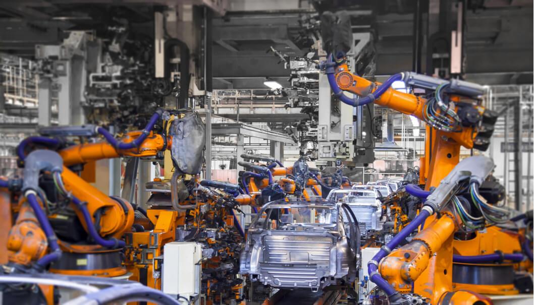 Il mercato dei robot industriali: vendite in calo, base installata in crescita e boom dei cobot